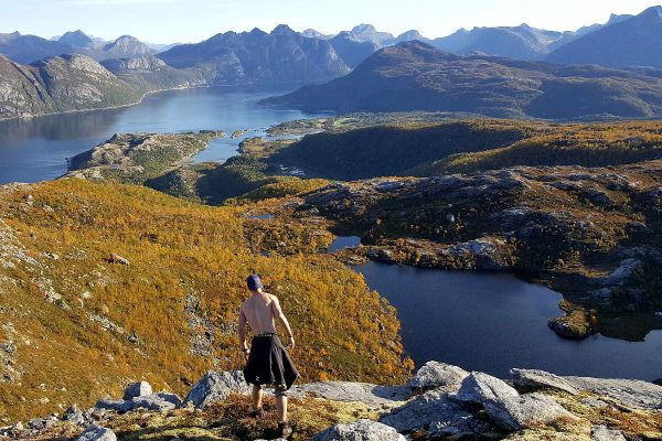 guided summit hike litltind bodø northern norway